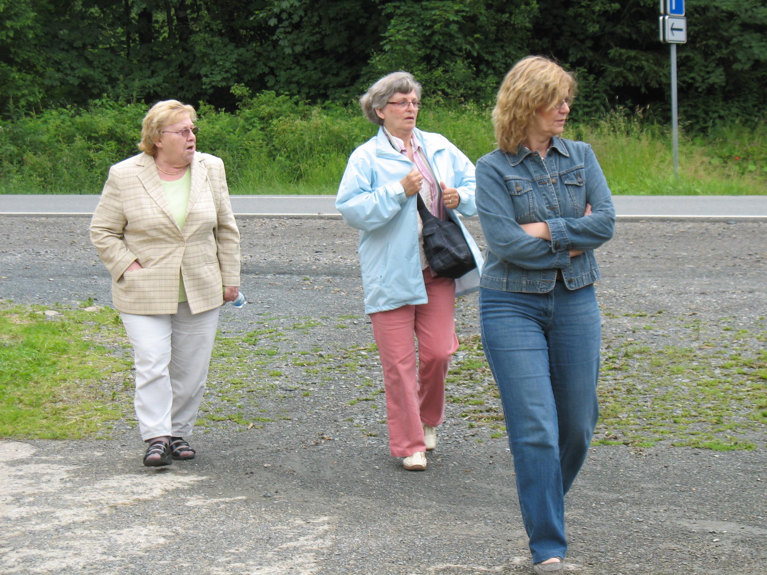 http://www.tsc-blausilber.de/media/bilder_intern/2012_Kraeuterwanderung_Blau-Silber/IMG_0040.JPG